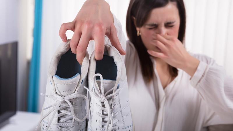 چه کنیم که کفشمان بو نگیرد ؟